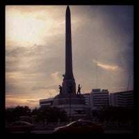 Photo taken at Victory Monument by Aeiiz R. on 10/12/2012