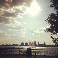 Das Foto wurde bei Hudson River Park Run von Naomi am 6/15/2013 aufgenommen