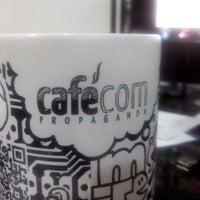 Das Foto wurde bei Cafécom Propaganda von Hugo B. am 4/30/2013 aufgenommen