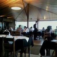 Foto tomada en Restaurante Toca da Traíra por Adriana P. el 10/14/2012