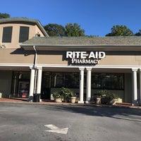 Foto tirada no(a) Rite Aid por Carl B. em 10/18/2017