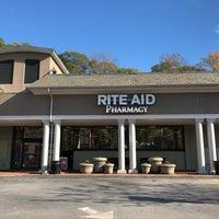 Foto tirada no(a) Rite Aid por Carl B. em 11/16/2017