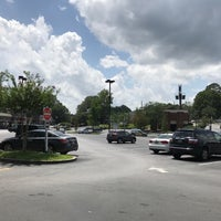 Photo taken at Peachtree Battle Shopping Center by Carl B. on 7/4/2017