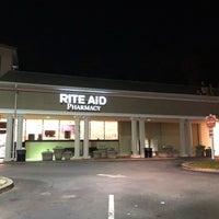 Foto tirada no(a) Rite Aid por Carl B. em 11/29/2017
