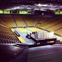 Foto tomada en Coors Events Center  por Rande K. el 12/20/2012