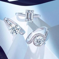 Photo taken at De Beers Diamond Jewelers by Quebec A. on 1/19/2015