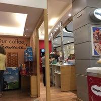 Foto diambil di Café Blenz oleh Ana Cristina Mokdeci®  pada 12/17/2016