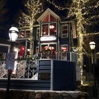 Foto tomada en Hearthstone Restaurant por David Y. el 12/17/2017