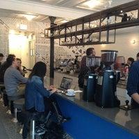 6/2/2013 tarihinde BeAwinna C.ziyaretçi tarafından Intelligentsia Coffee Bar'de çekilen fotoğraf
