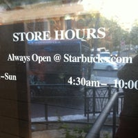 Das Foto wurde bei Starbucks von Ga young am 4/18/2013 aufgenommen