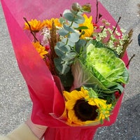Photo taken at 32nd Street Farmer's Market by craig p. on 11/10/2012