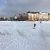 Das Foto wurde bei Kaisaniemenranta von Salla T. am 2/18/2018 aufgenommen
