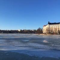 Das Foto wurde bei Kaisaniemenranta von Salla T. am 3/25/2018 aufgenommen