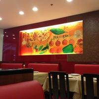 Photo taken at Pizza Hut by jeri M. on 3/25/2013