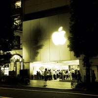Photo taken at Apple Store by taq_n on 9/28/2012