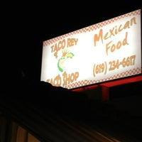 Снимок сделан в Taco Rey Taco Shop пользователем nika m. 12/28/2012