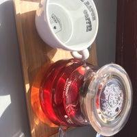 Das Foto wurde bei Small Batch Coffee Company von Hannah L. am 9/17/2017 aufgenommen
