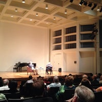 Foto tomada en Albert Simons Center for the Arts, College of Charleston  por Caro C. el 11/1/2013