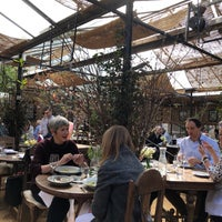 Foto scattata a Petersham Nurseries Cafe da Robyn D. il 3/20/2018