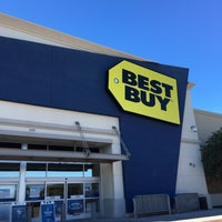 Photo taken at Best Buy by Roberto L. on 11/20/2016