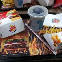 Foto tirada no(a) Burger King por Marcelo F. em 12/15/2012