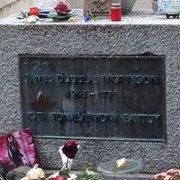 Photo prise au Tombe de Jim Morrison par Stratos T. le5/18/2013