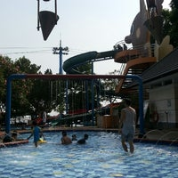 Photo taken at Swimming pool - Mercure Hotel by Amoyna I. on 7/5/2014