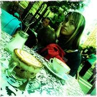 10/20/2012 tarihinde Ber A.ziyaretçi tarafından Nonloso Caffé & Bar'de çekilen fotoğraf