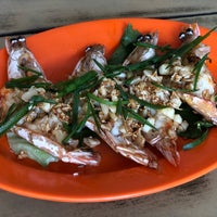 Photo taken at Restaurant Stuff Crab Kemaman by Marc S. on 5/29/2018