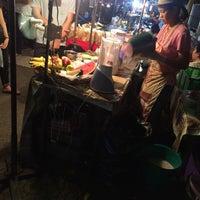 Photo taken at อ๋อมแอ๋ม น้ําผลไม้ปั่นโยเกิร์ต by Aek N. on 5/13/2015