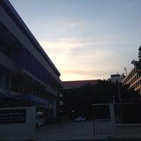 Photo taken at โรงเรียนสาธิตนวัตกรรม มหาวิทยาลัยเทคโนโลยีราชมงคลธัญบุรี by K-Tãtãr K. on 10/21/2014