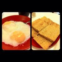 Photo taken at Ya Kun Kaya Toast by Jocelyn G. on 10/28/2012
