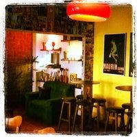 Foto scattata a Oliver Art Bar da Analice S. il 1/10/2013