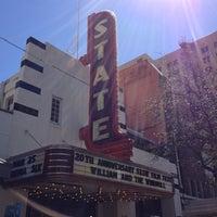 Das Foto wurde bei Stateside Theatre @ the Paramount von Leigh F. am 3/10/2013 aufgenommen