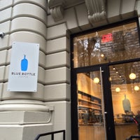 Foto scattata a Blue Bottle Coffee da Leigh F. il 11/26/2014