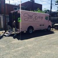 Foto tirada no(a) U Street Flea Market por Lia L. em 5/25/2014
