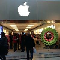 Photo taken at Apple Bridgewater by Raymond T. on 12/28/2012