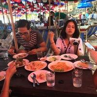 Photo taken at ร้านจ่าจัย เกาะสีชัง by T'nhhy P. on 4/15/2015
