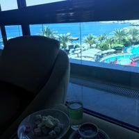 Photo taken at Granada Lobby Bar by Pelin Tuğçe K. on 8/30/2018