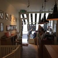 8/31/2015 tarihinde Euniceziyaretçi tarafından The Monocle Café'de çekilen fotoğraf