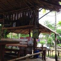 Photo taken at ก๋วยเตี๋ยวเรือเป่าปากชามกะลา by Phong rayong😎 on 7/29/2014