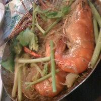 Photo taken at Yao • Sea Food Restaurant by Patarida P. on 9/21/2012