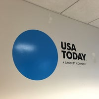 Photo taken at USA Today by Jérôme T. on 2/4/2016