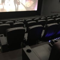 2/9/2016 tarihinde Jérôme T.ziyaretçi tarafından Landmark Atlantic Plumbing Cinema'de çekilen fotoğraf
