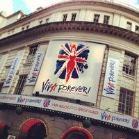 Foto scattata a Piccadilly Theatre da Var V. il 4/27/2013