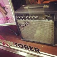 Photo taken at Hard Rock Cafe by JUN M. on 10/11/2012