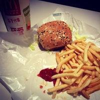 Foto tirada no(a) McDonald's por Edison C. em 8/20/2013