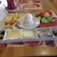 Photo taken at Simitçi Dünyası by İbrahim K. on 3/30/2015