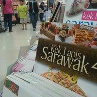Photo taken at Popular Bookstore by Meiysyahroh Paki _. on 1/2/2015