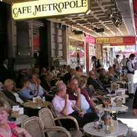 Photo taken at Café Métropole by Joao-Pedro D. on 10/14/2012